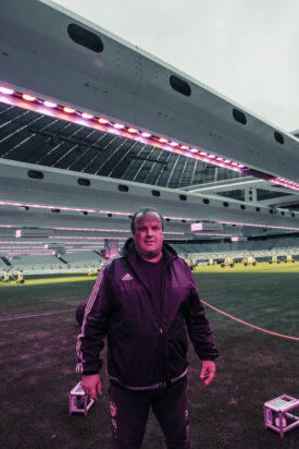 Allianz-Arena u. FC-Bayern-Head-Greenkeeper Christian Dinauer