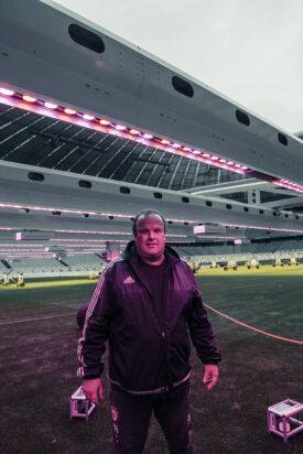 Allianz-Arena u. FC-Bayern-Head-Greenkeeper Christian Dinauer